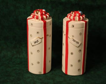 Napco Hand Painted Round Christmas Present Salt and Pepper Shakers with Original Box
