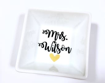 Personalized Ring Dish, Bridal Shower Gift, Enagement Gift, Bride to be Gift, Future Mrs Gift, Ring Dish, Ring Holder, New Mrs Gift