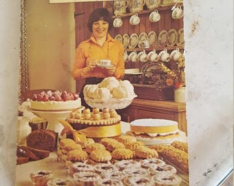 Delia Smith Book of Cakes / Book of Cakes / Retro cookbook / Delia Smith paperback / Delia Smith Cake book / Vintage Cookbook