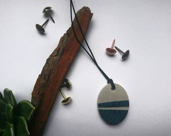 Concrete necklace with leather