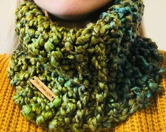 Super soft chunky knit cowl, green