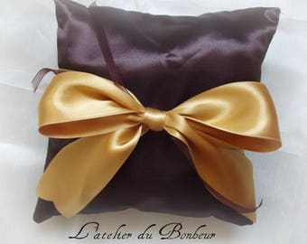 chocolate cushion with a gold bow