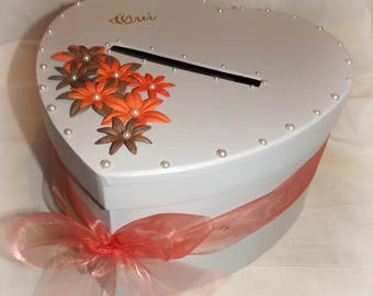 salmon and white wedding urn with flowers and bow