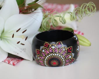 Hand-painted bangle. Handpainted wooden bracelet with point to point paint technique. Handpainted mandala bracelet