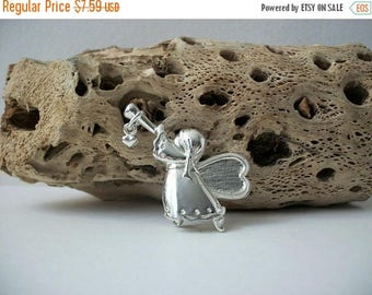 ON SALE Vintage Stamped Silver Tone Angel Pin 91317