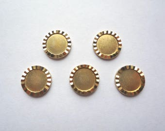 Small round brass scalloped bezel, 15 thick diamond cut circle trays, 11 mm discs with faceted edge
