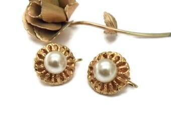 Vintage Faux Pearl Clip-on Earrings - Gold Tone Faux Pearl Clip on Earrings - Vintage Jewelry - Clip Earrings - Traditional Classic Earrings