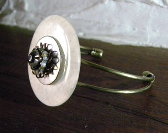 Bracelet made of bronze metal