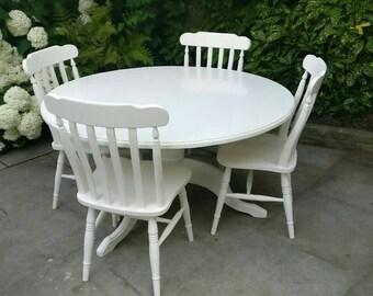 Round Pedestal Kitchen Table & 4 Chairs