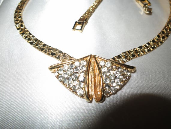 Lovely vintage goldtone rhinestone collar necklace