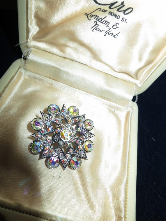 Pretty vintage silvertone rhinestone and aurora borealis star brooch