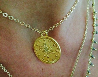 Very short necklace Aleyna, medal. Sophisticated and feminine amid gold plated