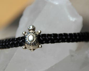 Bracelet 1 mm nylon thread, turtle charm