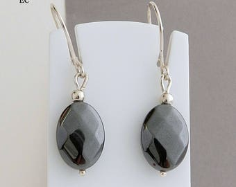 Earrings in silver and hematite