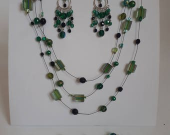 Green Necklace, earring and bracelet set.