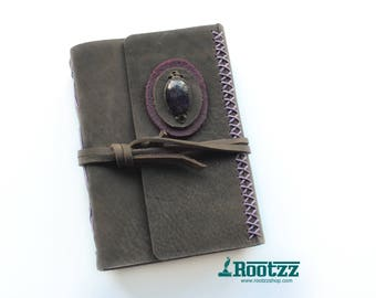 Leather journal with a Amethyst gemstone- blanc paper