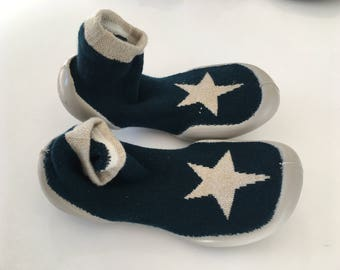 Star slippers size 30-31