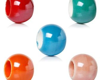5 beads of different colors ceramic 2,1cm round