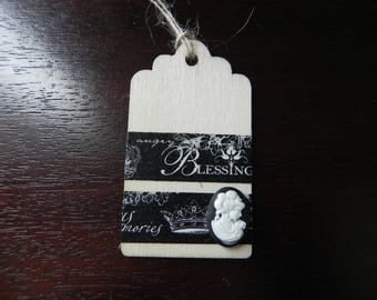 A romantic theme wooden tag measuring 7 x 4 cm