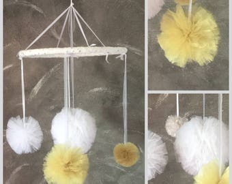 Mobile room in white and gold Tulle