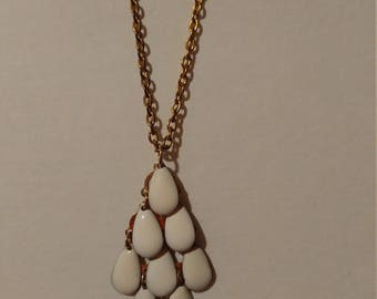 whit dangle necklace