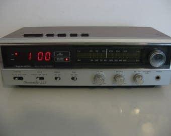Vintage - Realistic Chronomatic-225 - AM/FM Digital Alarm Clock Radio