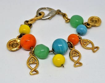 Vintage bracelet Emanuel Ungaro Paris made in France in gilded metal with charms of fish and pearl of glass of different colors