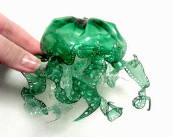 MOBILE Mary Cassandre suspention English large green jellyfish in a recycled bottle
