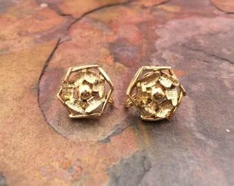 Geometric rosette gold tone screw back earrings-vintage earrings-vintage costume jewelry