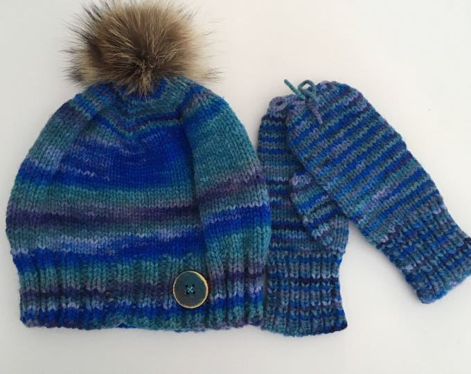 Duo child Beanie 100% wool 4-6 years and fingerless gloves, recycled fur Pompom, hand painted wooden button