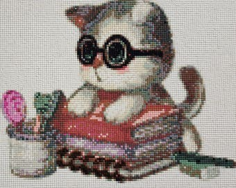 Beautiful / Cute Nerdy Kitty in with Books Diamond Painting