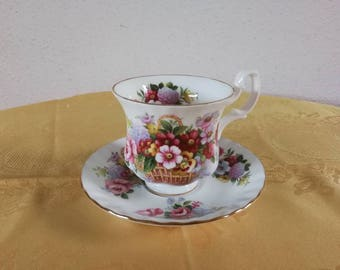 Cup and saucer Royal Albert Bone China England Summertime Series