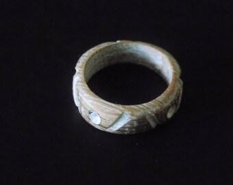 Oak wax rings use black or white