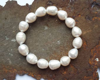 Pearl bracelet made of real freshwater pearls