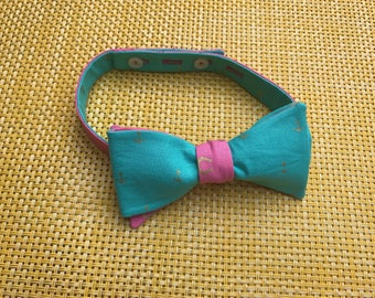 Gold anchors and horseshoes on bright blue & pink