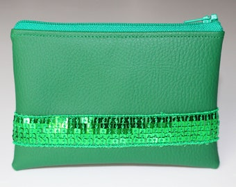 Wallet in faux leather and green glitter