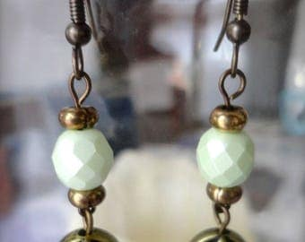 Original earrings, dangle, vintage style retro, green freshwater pearls faceted Bohemian, bronze