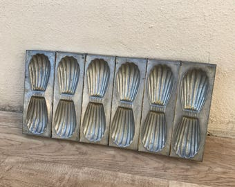 VINTAGE FRENCH 12 MADELEINE cake tart tins moulds mini molds pans shape 10021828