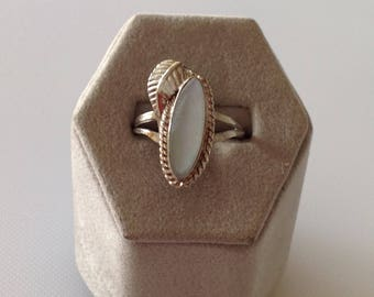 Sterling Silver Mother of Pearl Ring Size Estate Jewelry
