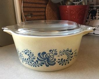 Pyrex homestead 474 casserole + lid