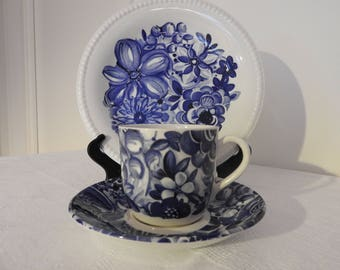 Gefle, Sweden Blå blomster ( blue flowers)  coffee  cup,  saucers and small plate/designed by Berit Ternell, mid century modern