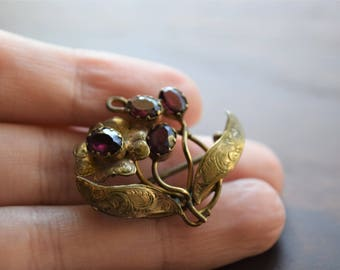 Antique Early Victorian Faceted Purple Almandine Garnet Gold Brooch