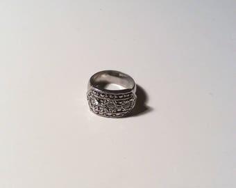 Pretty Silver Tone Ring