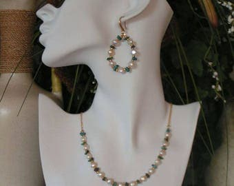 Set of necklace and earrings with pearls and turquoise
