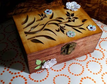 Wooden box to give away, save things, give details in celebrations or to decorate a corner of your house