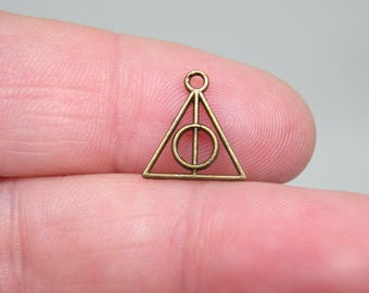 10 Bronze Deathly Hallow Charms. B-027