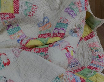 Vintage Multi Color Double Wedding Ring Quilt