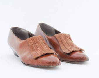 vintage brown leather pumps | kitten heel fringe shoes | casual low heels | slip ons | suede and leather | size 39 1/2