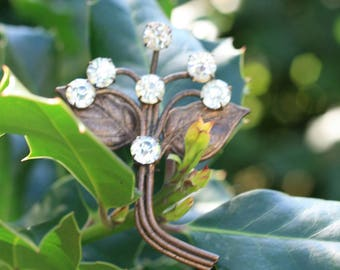 1930s English Vintage Brooch / Free Shipping Worldwide.