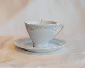 Light gray zigzag pattern cup and saucer with soy candle